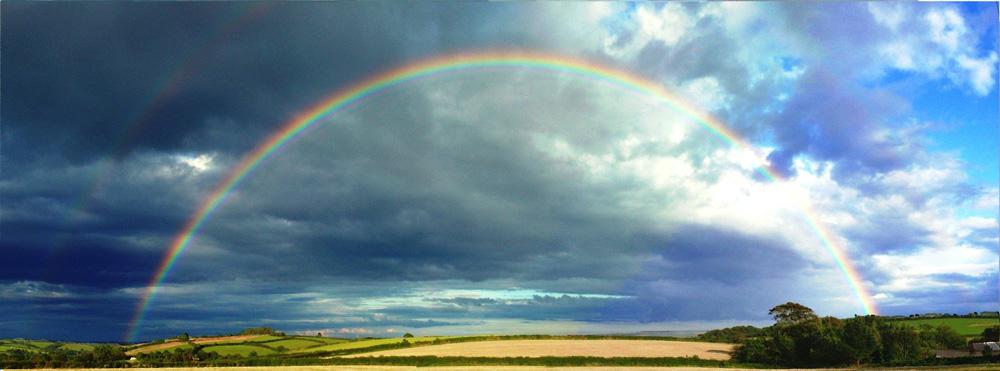 Arco iris en paisaje