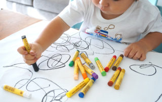 Ideas para entretener a un niño de 2 años en casa