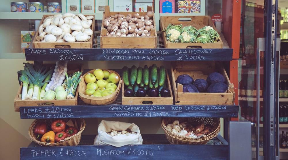 Reducir el consumo de plástico comprando en tiendas locales
