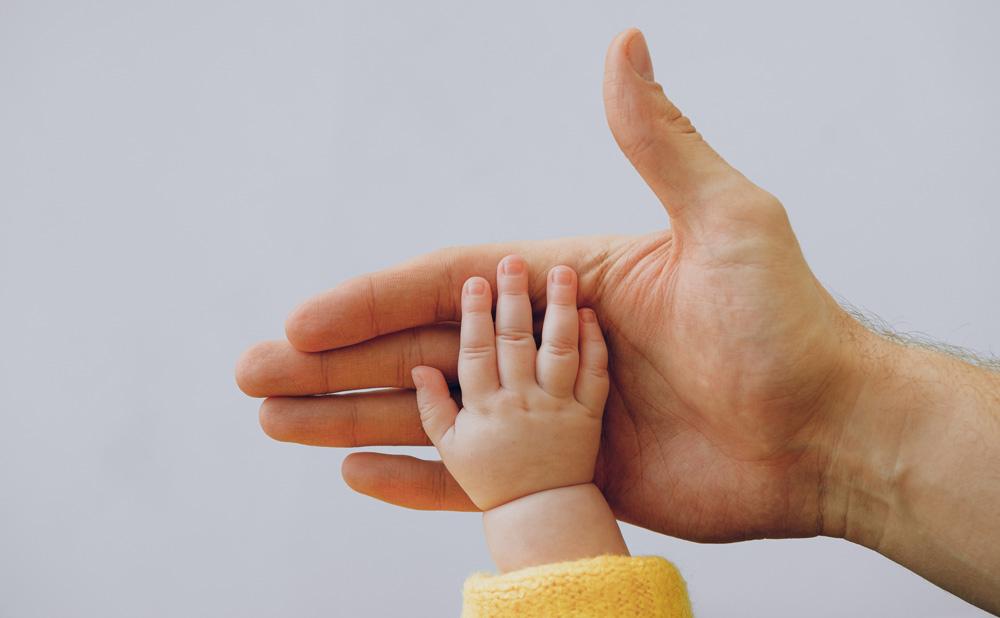 Manualidad para niños con huellas de la mano