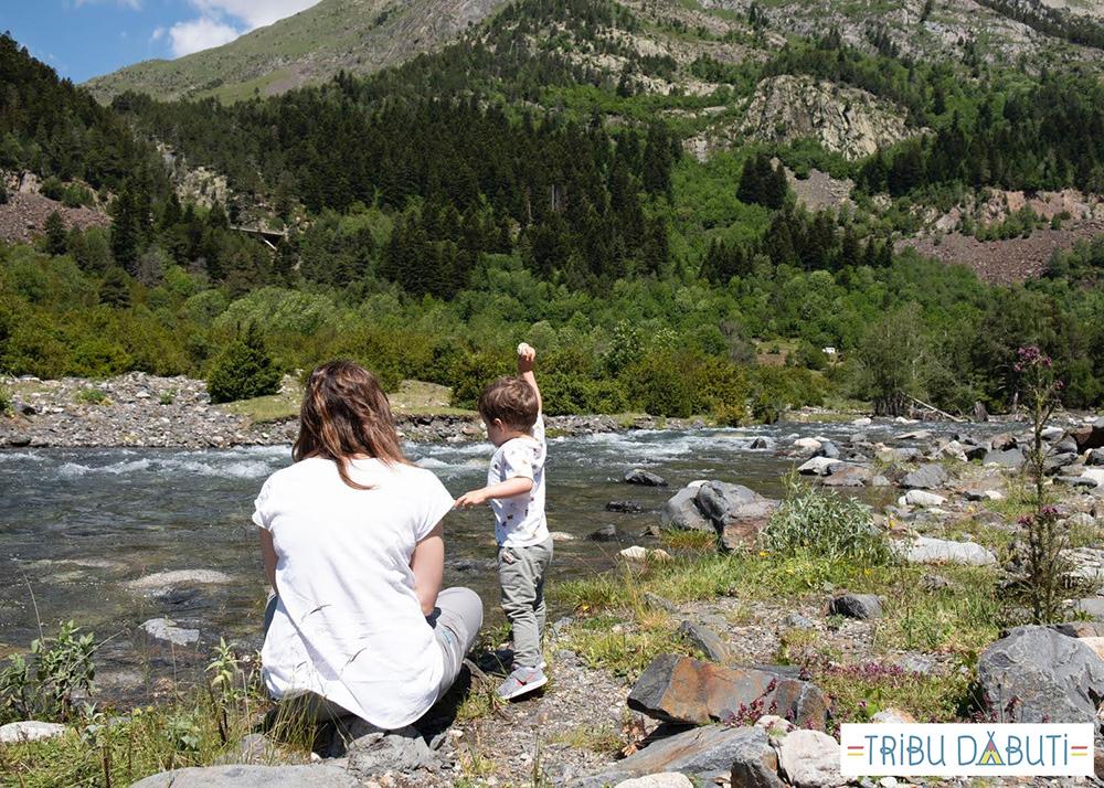 Benasque con niños: picnic en el río Ésera, hotel Turpi