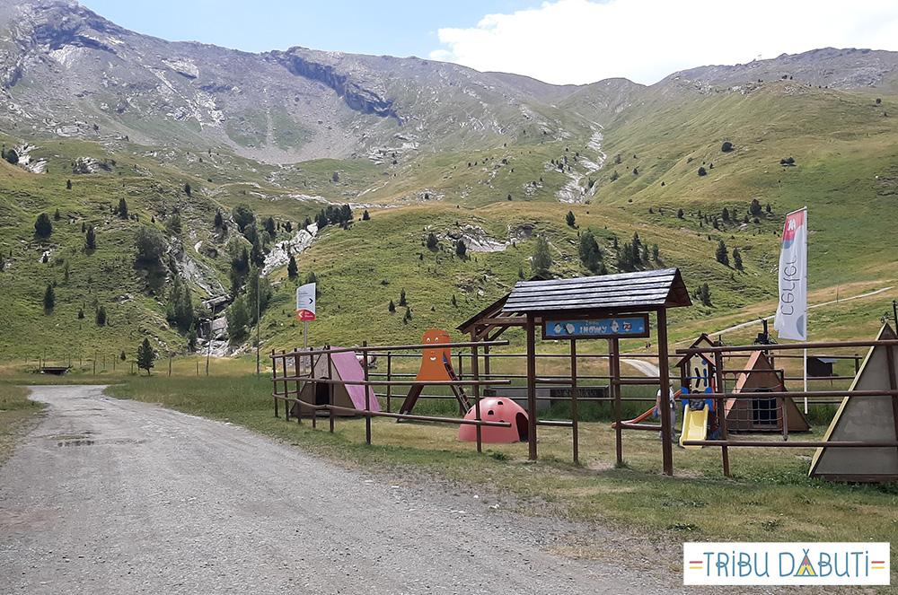 Estación de esquí Cerler en verano, columpios del Ampriu