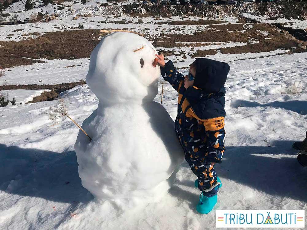 Como vestir al bebe para ir a la nieve
